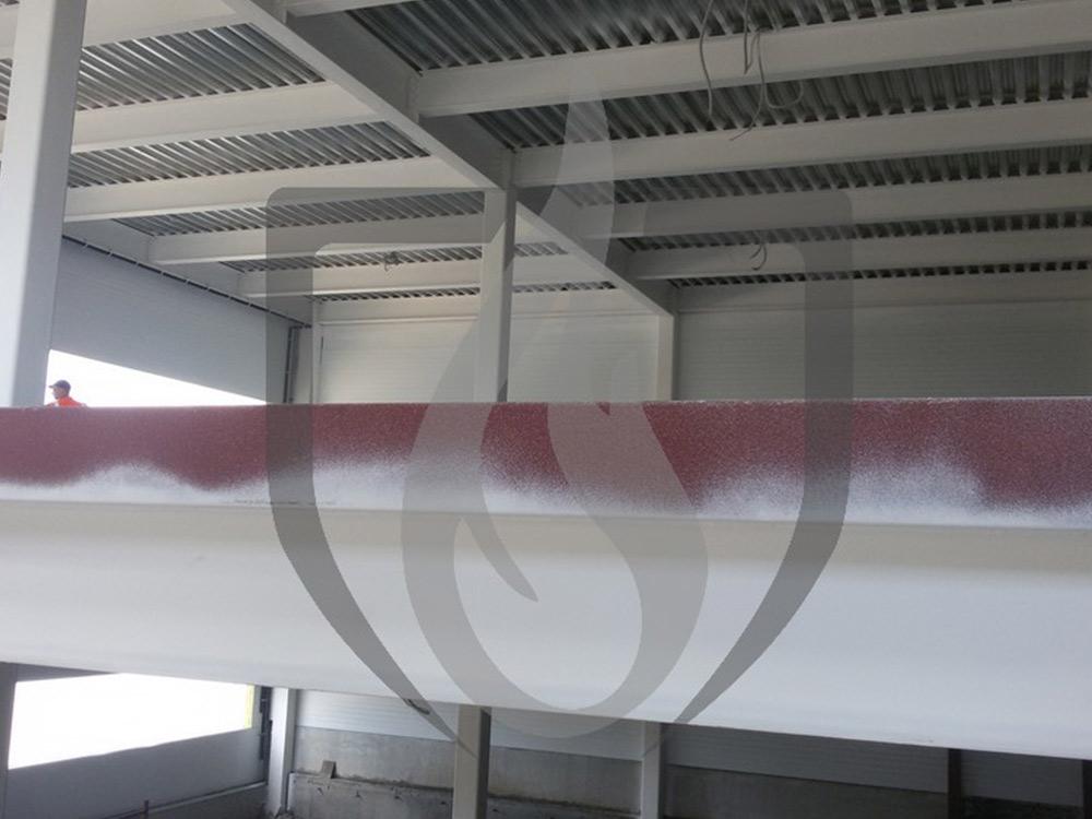 Огнезащитная обработка металлических несущих конструкций методом безвоздушного распыления.
