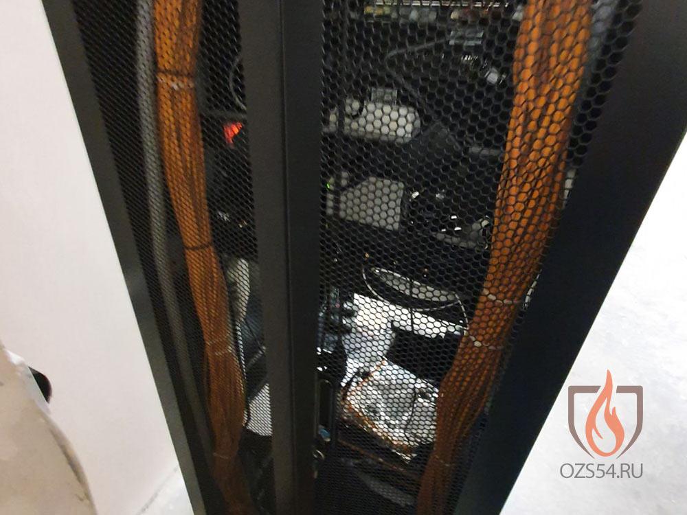 Оборотная сторона стойки структурированной кабельной сети ( СКС )